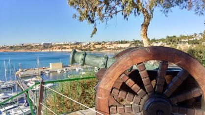 cañón junto a la torre de Cabo Roig