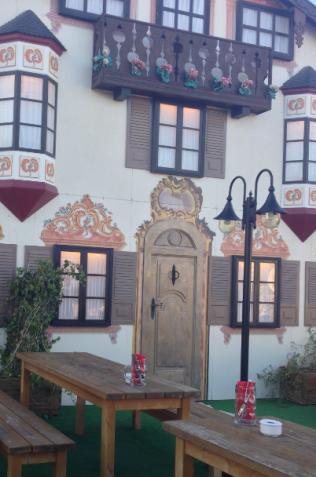 Terraza del restaurante alemán.
