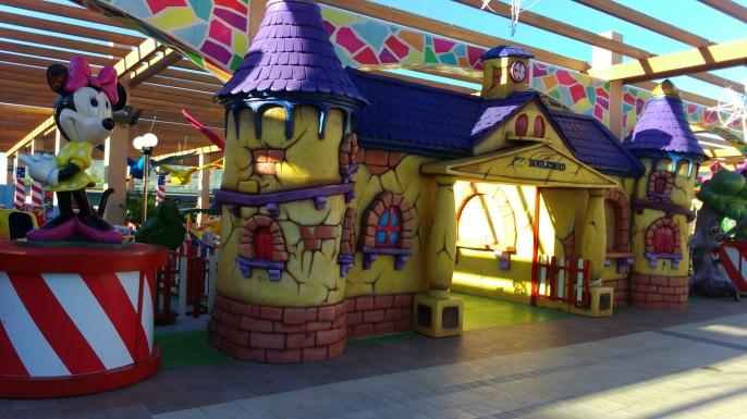Entrada a la zona infantil de La Zenia Boulevard