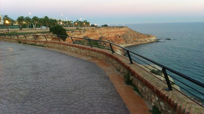 Punta de La Glea vista desde el paseo de Aquamarina