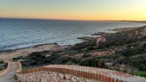Acceso a la Playa Fósil en Cabo Roig