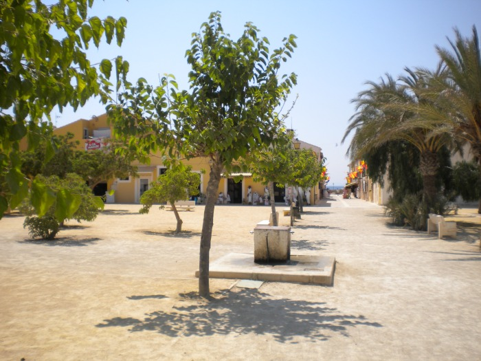 es la plaza principal Isla Tabarca
